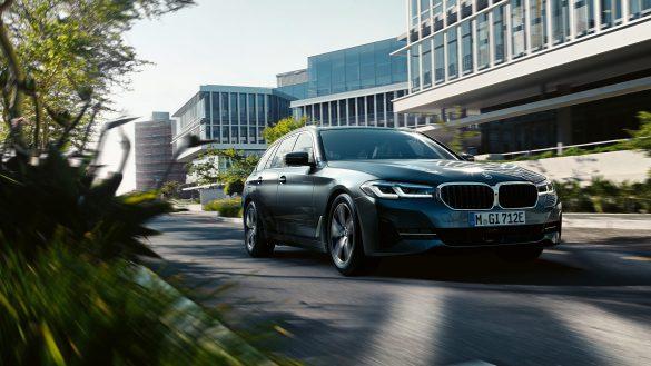 BMW 5er Touring von vorne rechts