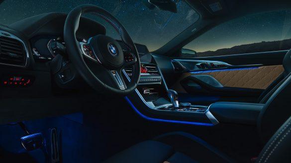 BMW 8er Coupé M Interieur in der Nacht